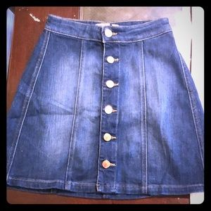 GUESS BUTTON DENIM MINI SKIRT